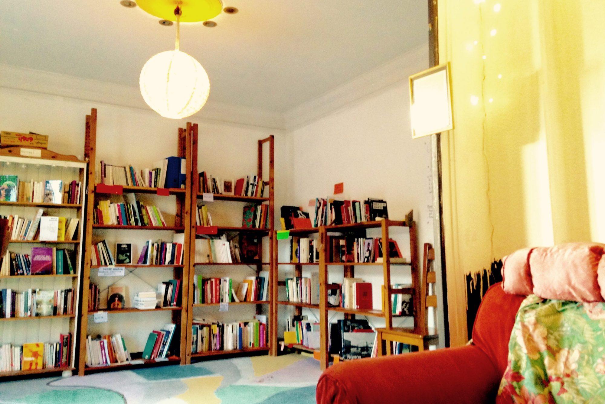 Bibliothèque queer-féministe autogérée ⚛La Molène⚛
